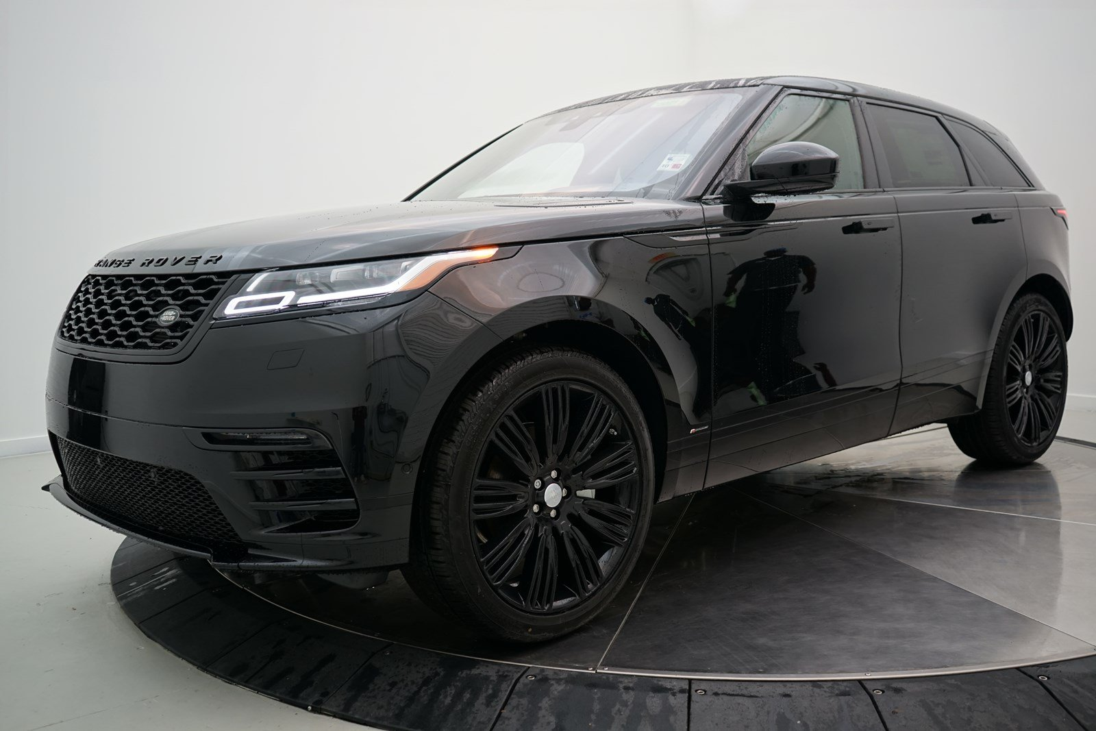 New 2019 Land Rover Range Rover Velar R Dynamic Se 4 Door